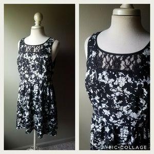 Kensie Black White Floral Fit & Flare Dress Large